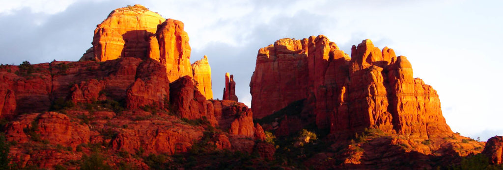 Northern Arizona Highlights is a guided hiking tour that includes Grand Canyon and Sedona.